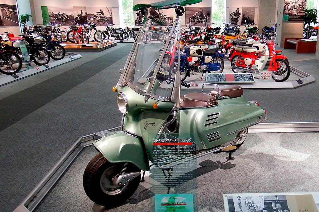 Conheça a Honda Juno, a pioneira dos Scooters
